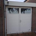 Openslaande garagedeuren met glassectie tonsmitdeuren.nl
