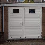 Openslaande garagedeuren met vensters tonsmitdeuren.nl