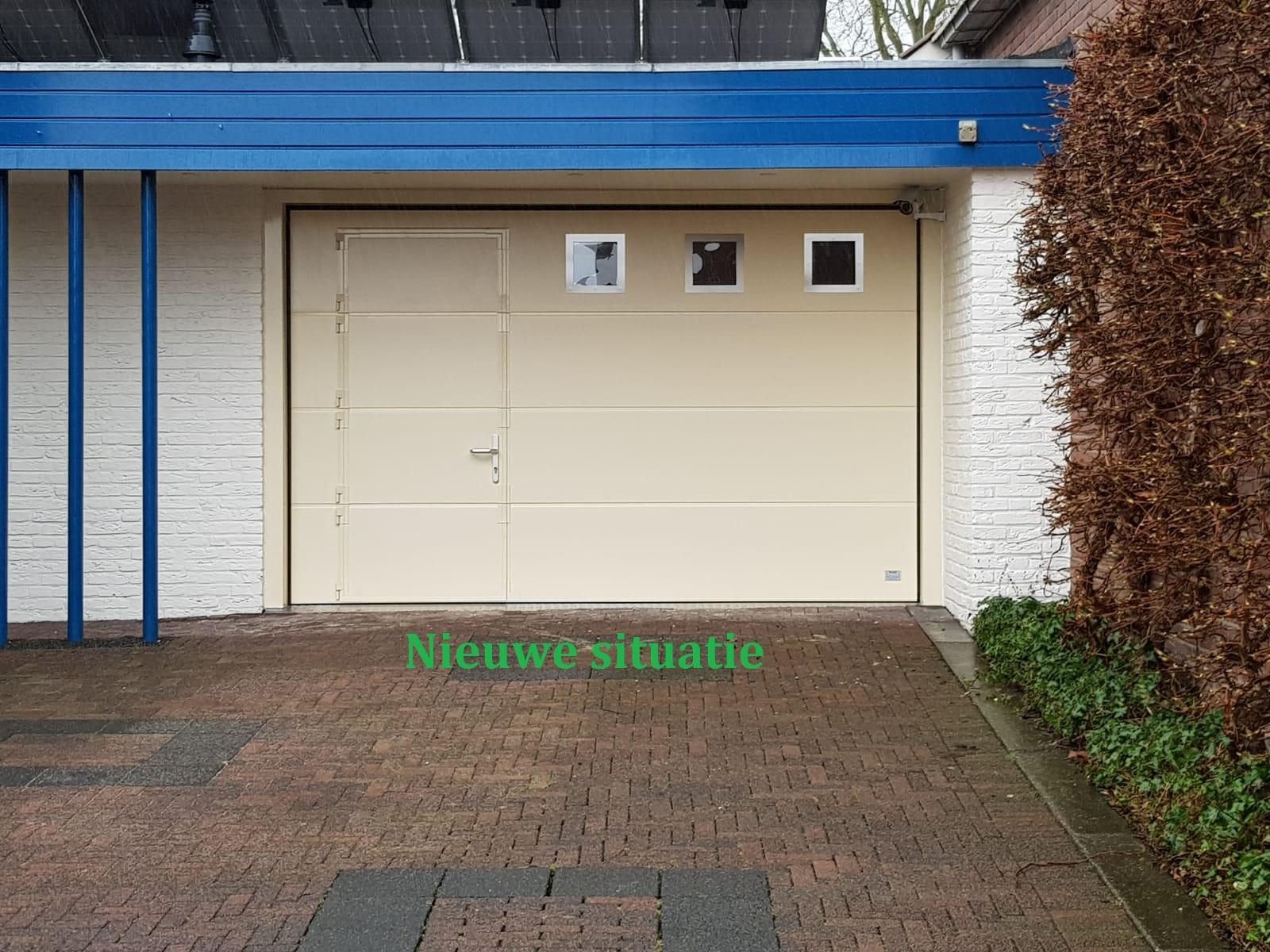 garagedeur met loopdeur en 3 RVS vensters