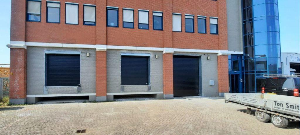 resultaat van dit mooie project overheaddeuren bedrijfsdeur tonsmitdeuren.nl