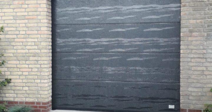 hout structuur nieuwe garagedeur