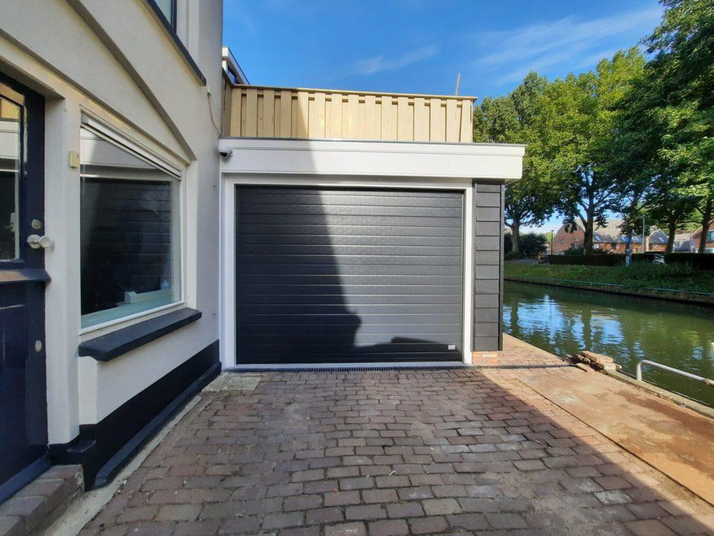Nieuwe overheaddeuren en nieuwe garagedeuren afgelopen week geplaatst
